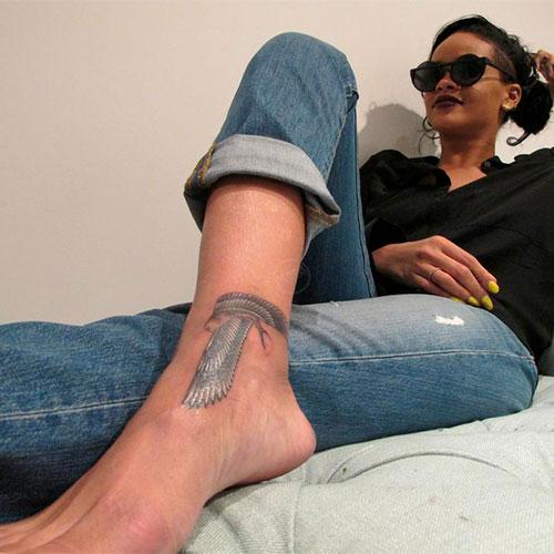 rihanna-falcon-tattoo-leg